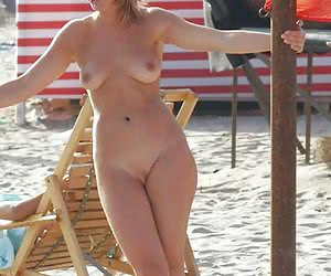 A nude posing at the Vera Playa
