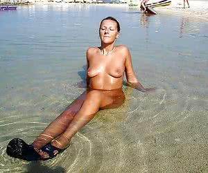 Bikini girl flashing on the Duna Alta