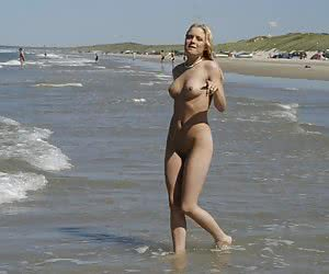 Bikini lady flashing on the Plakias