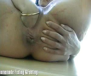 Sexy babe shows her huge elastic pussy