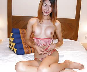 Sexy ladyboy hottie reveals her perfect tits