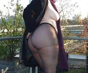 Fatty moms outdoors in pantyhose