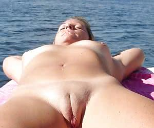 Category: voyeur beach pussy