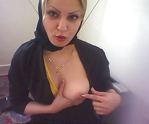 arab girls in hot lingerie pics