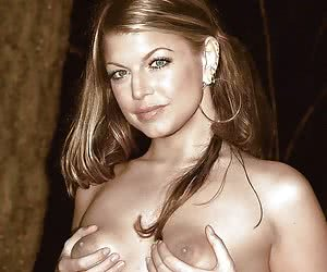 Pair of tits and nice pussy - Fergie defenetely has something to show!