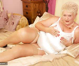 Hi Guy's let me introduce  Juicy Ginger a Red Hot BBW that I know you are going to enjoy, shes 100 all Woman with the Cu