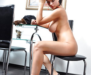 Amateurs With Beautiful Legs