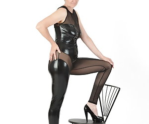 Again a happy wish fulfilled.With my new short hair wetlook suit.Of course, as always very gladly fulfilled.