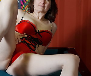 Posing on a pool table.In Red Lingerie outfit pose I on a pool table.Play with pleasure with the balls.So please Putting