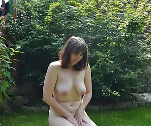 The sun seems to me hot and hotYes because I let the same times the outfit slide from the body.And my naked pussy on the