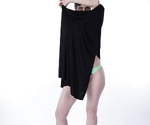 Under the summer dress only green lingerie.In addition a few nice airy Heels.I also leave everything else I take off at
