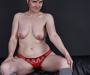 yes the Title says it all.Again a wish set that I like to fulfil.Show my pussy too happy.And immediately my hairy armpit