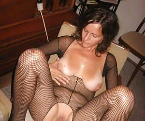 Super hot MILF in sexy lingerie images