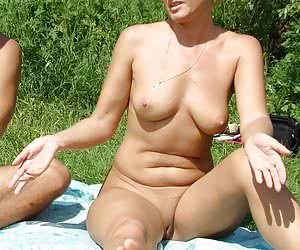 She shows her pussy for all at beach