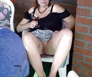 mature outdoor upskirt