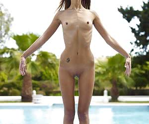 Extreme sexy and skinny girl