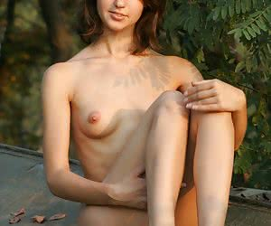 Young Adel - FREE erotique