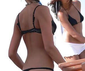 Pictures of amateur babes wearing thongs on their vacations