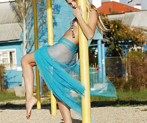 Light-haired young chick exposing all her goodies outdoor in the sun