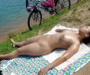 Photos of beach babes sunbathing in bikini, topless, and absolutely nude