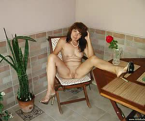Nude pics of an older amateur woman