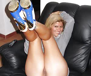 Stunning MILF submitted these hot nudes