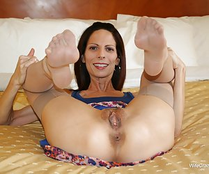 Category: amazing milfs